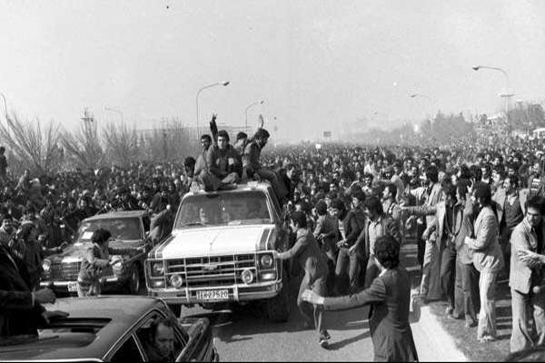 مردم شهرستان هیچوقت از مبارزه علیه رژیم شاهنشاهی خسته نمی شدند / ارتش همراه انقلابیون در دفاع از شهر نقش مهمی داشت